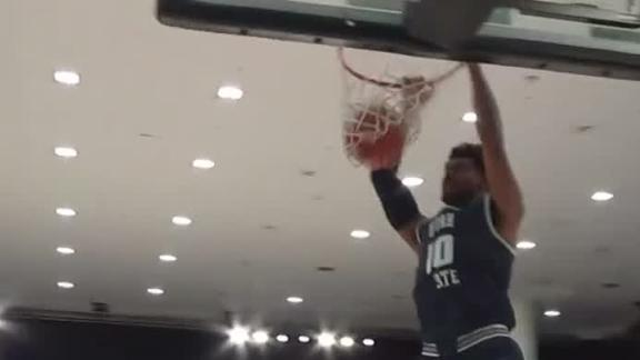 Utah State's ball movement leads to dunk