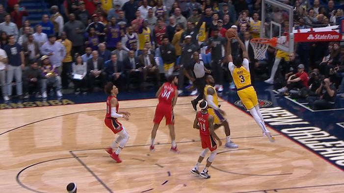 Davis flushes alley-oop from LeBron