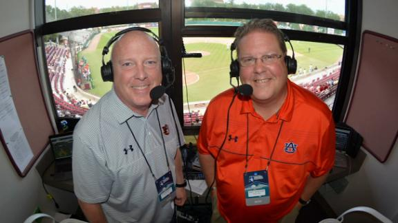 The voice of Auburn football honors Rod Bramblett's legacy with a promise