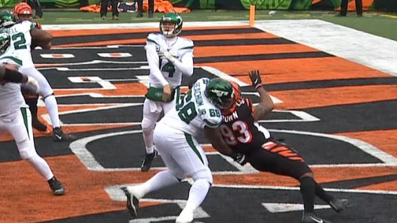 Crucial holding penalty results in two points for Bengals