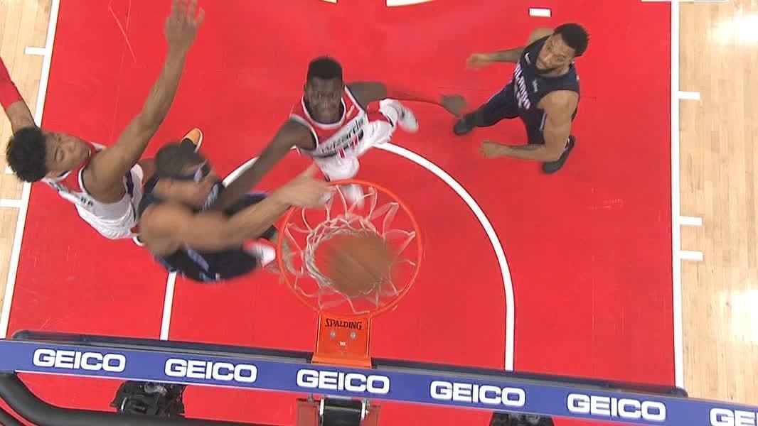 Gordon flushes monster putback dunk
