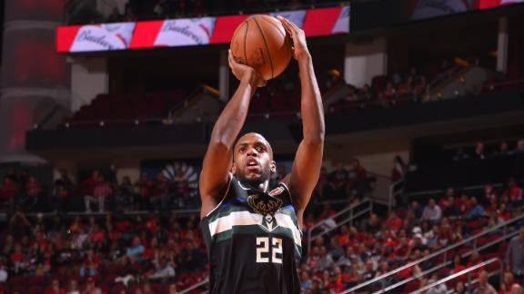 Bucks hit 14 3-pointers to rout Clippers