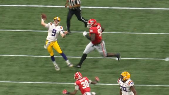 Burrow shakes defenders, completes 71-yard pass to Jefferson