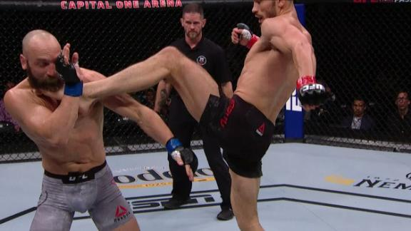 Muradov clips Smith with flying kick