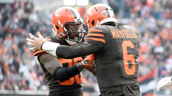 Browns score 3 TDs to edge Bengals