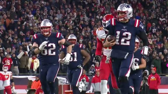Brady's 17-yard run saves drive