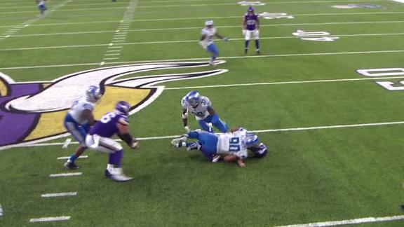 Vikings' center hauls in 1st NFL catch
