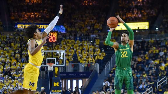 Oregon holds off Michigan for OT win