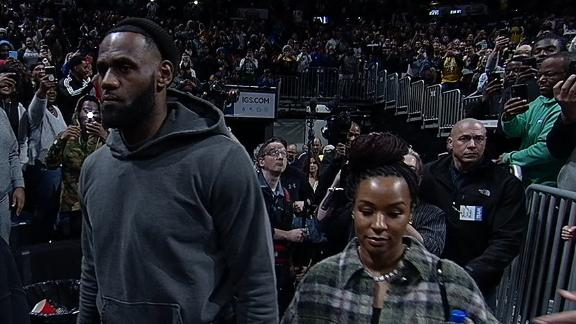 LeBron arrives to watch Bronny play