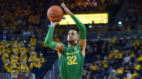 Mathis drills 6 3-pointers in Oregon's win vs. Michigan