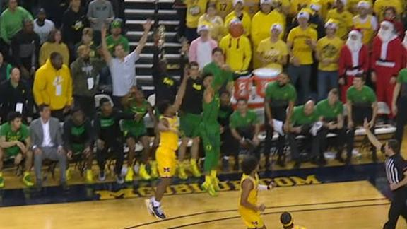 Mathis sinks clutch 3 for Oregon lead