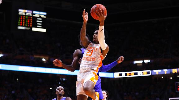 Memphis snaps Tennessee's 31-game home win streak