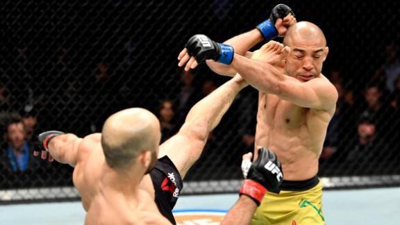 Moraes hits Aldo with early switch kick
