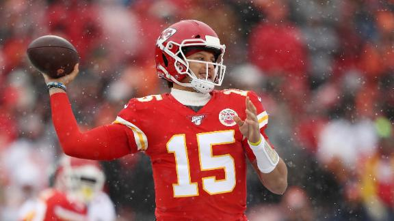 Mahomes cooks up 340 yards, 2 TDs as Chiefs top Broncos