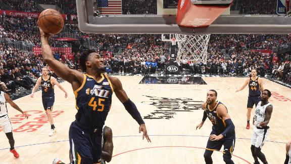 Mitchell scores game-high 30 points to power Jazz