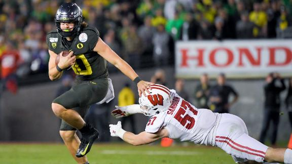 Justin Herbert runs for 3 TDs in Rose Bowl win