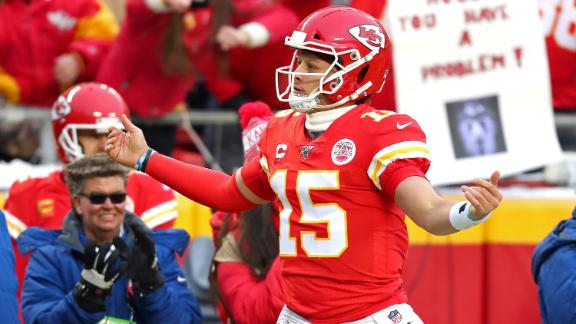 Mahomes throws 5 touchdowns in win vs. Texans