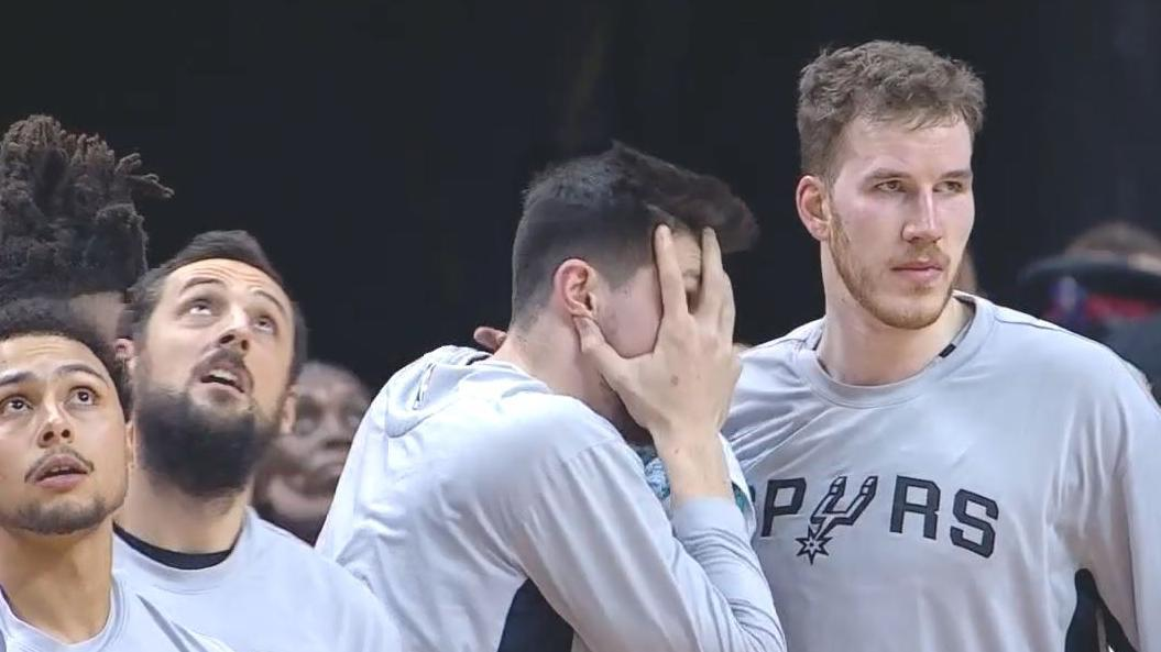 Spurs bench in shock after DeRozan posterizes Boucher