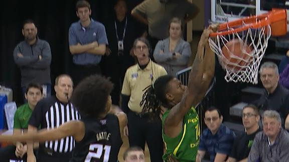 Oregon's Walker flies in for putback jam