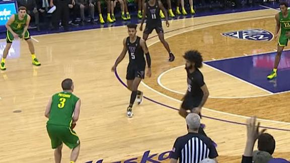 Oregon's Pritchard shows off range late in game
