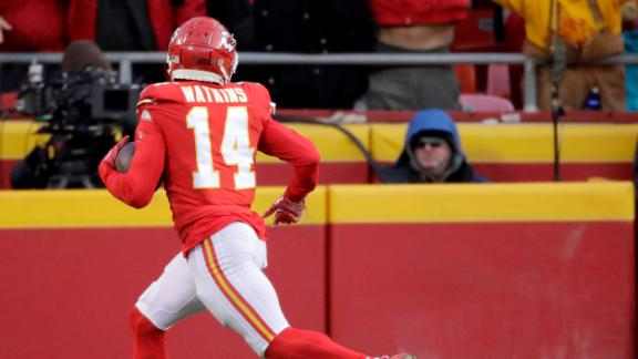 Mahomes finds Watkins deep downfield for TD