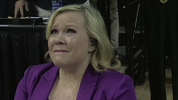 Cancer survivor Holly Rowe brought to tears by Stand Up To Cancer moment