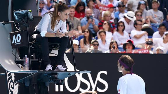 Federer argues with chair umpire, line judge over obscenity warning