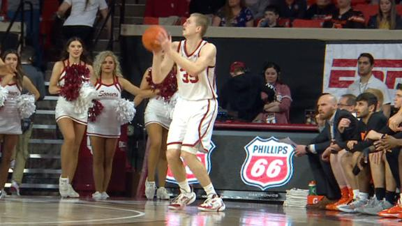 Manek scores more than half of Oklahoma's first-half points