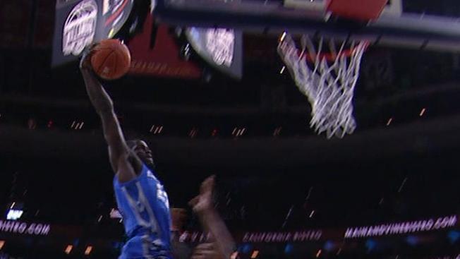 Jefferson throws down thunderous breakaway slam