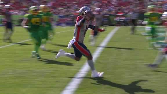 Walker recovers fumbled snap for go-ahead TD