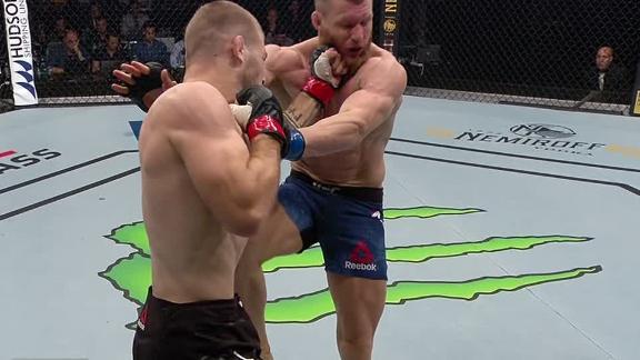 Matthews lifts Meek off his feet with uppercut