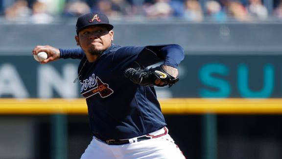 Hernandez tosses 2 scoreless innings in Braves debut