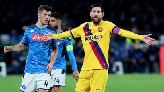 Un Barcelona que no gusta saca un empate valioso en el San Paolo