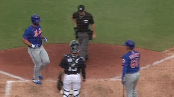 Tebow cranks HR to the opposite field