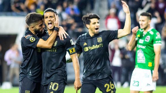 Vela y el LAFC logran tremenda remontada
