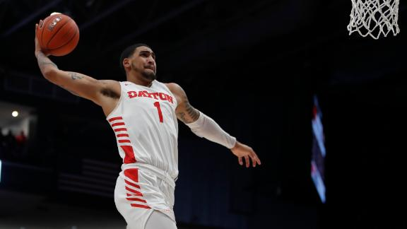 Dayton's Toppin auditions for dunk contest with ridiculous slams