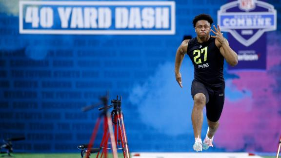 Taylor turns on burners with 4.41 40-yard dash