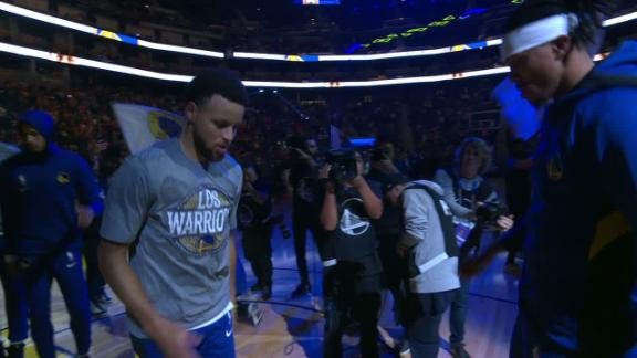 Curry gets a loud ovation in his return