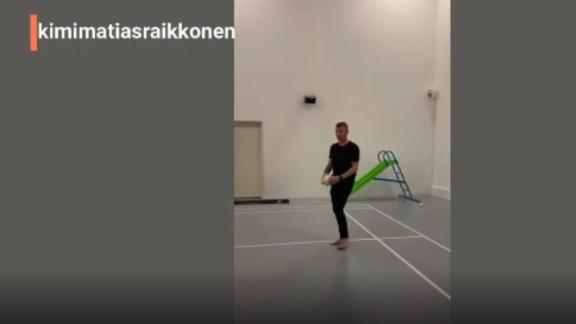 VIDEO: A falta de pistas, Kimi Raikkonen realiza un #10ToquesChallenge 'extremo'