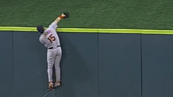 Edmonds scales wall for spectacular catch