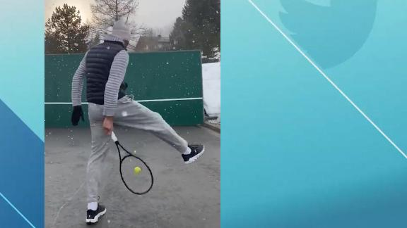 Federer breaks out trick shots in the snow