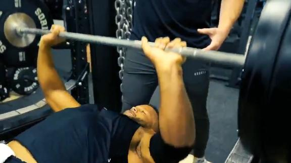 Aaron Donald Barely Breaks A Sweat With Bench Press Espn Video Espn