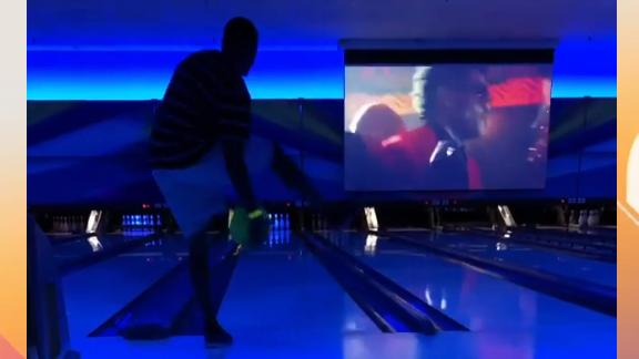 Colts rookie rolls six straight strikes between his legs