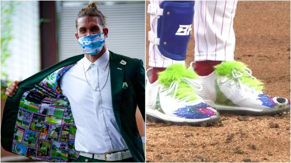 Harper pays tribute to Phillie Phanatic with custom suit, cleats
