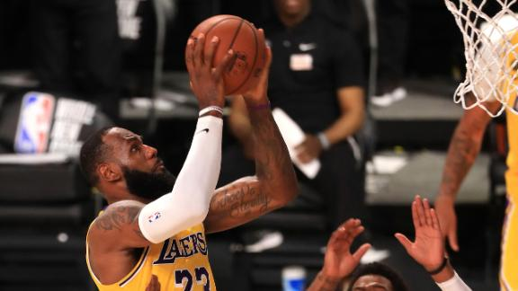 LeBron buries winner, flirts with triple-double vs. Clippers