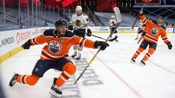 McDavid's hat trick lifts Oilers past Blackhawks