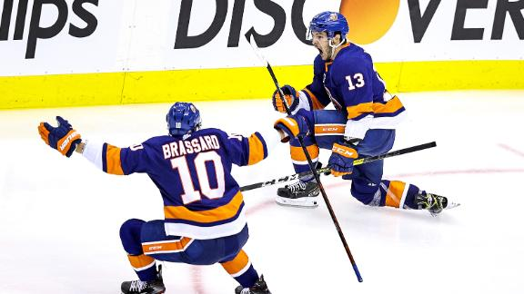 Islanders go up 3-0 in series after Barzal's OT goal