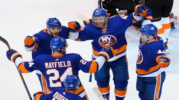 Komarov nets goal as Islanders take Game 3