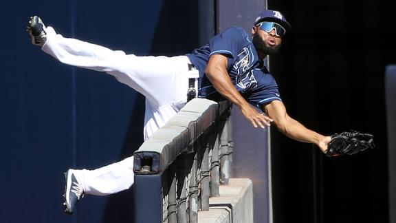 Margot leaps over wall to make unbelievable catch