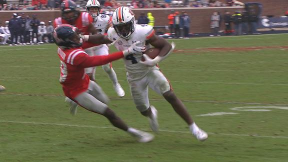 Bigsby delivers big stiff-arm en route to a TD